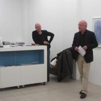 Manfred Wiemer spricht zur Vernissage in der Galerie Baer